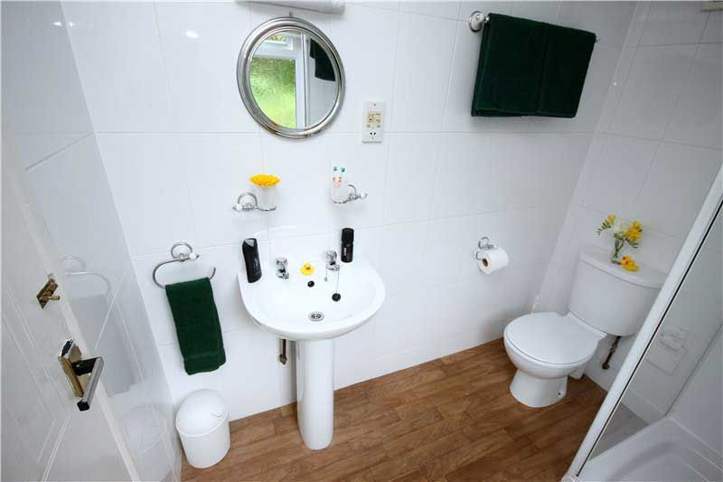 bathroom shower en suite family holiday lodges